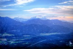 Montañas austríacas en Carinthia, cerca de Villach Alpenstrasse Imagen de archivo