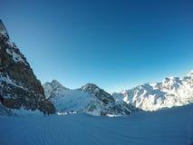 Montañas austríacas hermosas en Soelden, el Tyrol, pico en 3 000 metros de altura foto de archivo