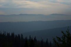 Montañas azules imagenes de archivo