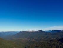 Montañas azules dramáticas majestuosas y opiniones del valle Fotografía de archivo