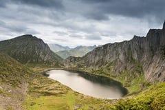 Montañas bajo el nombre Dusse Alin en Extremo Oriente ruso Khabarov Imágenes de archivo libres de regalías