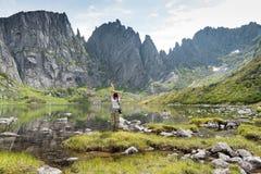 Montañas bajo el nombre Dusse Alin en Extremo Oriente ruso Khabarov Foto de archivo