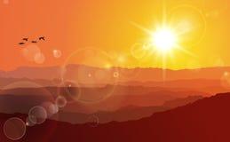 Montañas bajo puesta del sol Fotos de archivo libres de regalías