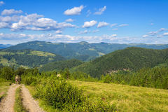 Montañas cárpatas pintorescas, paisaje de la naturaleza en el verano, Ucrania Imagen de archivo