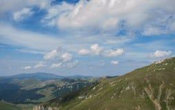 Montañas cárpatas rumanas Imagen de archivo libre de regalías