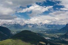 Montañas canadienses, nubes Imagen de archivo libre de regalías