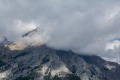 Montañas canadienses, nubes Fotografía de archivo libre de regalías
