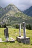 Montañas cerca de la barra vieja, cementary Fotos de archivo libres de regalías