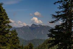 Montañas cielo y nubes Fotos de archivo libres de regalías