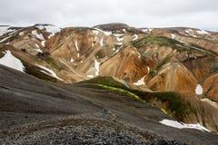 Montañas coloridas de Landmanallaugar, en la naturaleza Rese de Fajllabak Fotos de archivo libres de regalías