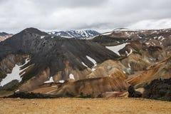 Montañas coloridas de Landmanallaugar, en la naturaleza Rese de Fajllabak Imagen de archivo libre de regalías
