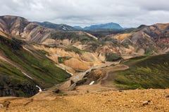 Montañas coloridas de Landmanallaugar, en la naturaleza Rese de Fajllabak Foto de archivo