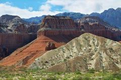 Montañas coloridas de Quebrada de las Conchas, la Argentina Foto de archivo