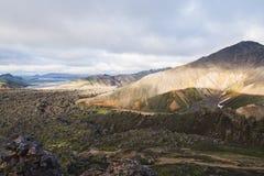 Montañas coloridas en el parque nacional de Landmannalaugar, Islandia fotos de archivo libres de regalías