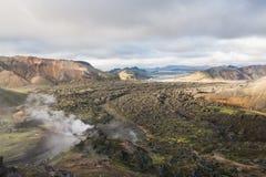 Montañas coloridas en el parque nacional de Landmannalaugar, Islandia foto de archivo