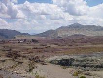 Montañas coloridas hermosas cordillera de los Frailes en Bolivia Imagen de archivo