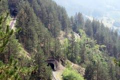Montañas con el ferrocarril Imágenes de archivo libres de regalías