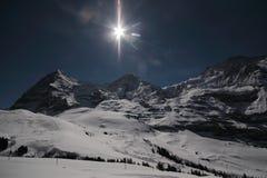 Montañas con el sol Foto de archivo