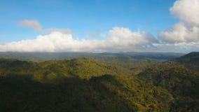 Montañas con la isla tropical de Filipinas Catanduanes del bosque almacen de metraje de vídeo