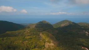 Montañas con la isla tropical de Filipinas Cebú del bosque almacen de video