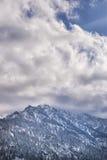Montañas con las nubes Fotografía de archivo