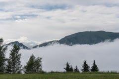 Montañas con las nubes Imagen de archivo