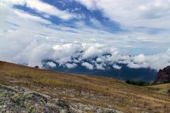 Montañas con las nubes. Crimea, Ucrania, Europa Fotografía de archivo