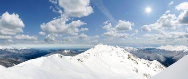 Montañas con nieve Imágenes de archivo libres de regalías