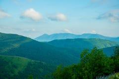 Montañas contra el cielo el verano Gelendzhik Rusia foto de archivo libre de regalías