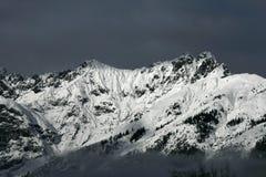 Montañas coronadas de nieve Imagen de archivo