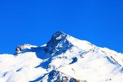 Montañas coronadas de nieve Imagen de archivo libre de regalías