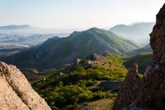 Montañas crimeas del canto rocoso Foto de archivo