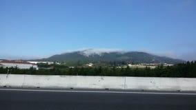 Montañas cubiertas Foto de archivo