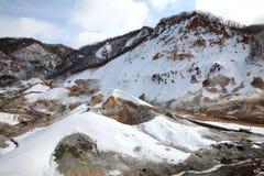 Montañas cubiertas con nieve Fotos de archivo libres de regalías