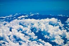 Montañas cubiertas con nieve Imagen de archivo libre de regalías