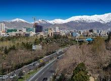 Montañas de Alborz, Albourz Teherán del norte, vista espectacular al principio de la primavera El otro lado del mar Caspio Fotografía de archivo
