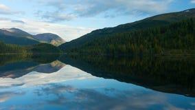 Montañas de Altai Paisaje hermoso de la montaña Rusia Siberia Timelapse metrajes