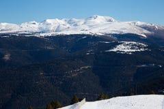 Montañas de Beautidul de los Pirineos en invierno fotografía de archivo libre de regalías