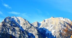 Montañas de Bucegi en las montañas de Cárpatos foto de archivo
