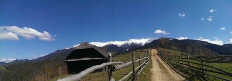 Montañas de Bucegi en primavera fotografía de archivo libre de regalías