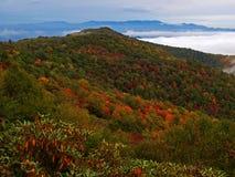 Montañas de canto azul en otoño Foto de archivo libre de regalías