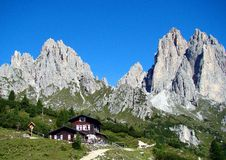 Montañas de Dolomiti fotos de archivo