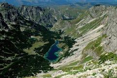 Montañas de Durmitor, Montenegro, lago Skrcko Foto de archivo