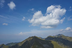 Montañas de Fagaras en un día de verano Fotografía de archivo