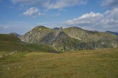 Montañas de Fagaras en un día de verano Imagen de archivo
