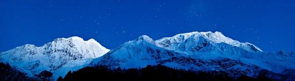 Montañas de Gangapurna y de Annapurna Foto de archivo libre de regalías