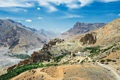 Montañas de Himalaya de la India con el monasterio dhankar foto de archivo libre de regalías