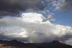 Montañas de Jebel Kissane en el valle de Draa, Moroc Foto de archivo
