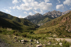 Montañas de Kirguizistán. Imagen de archivo libre de regalías