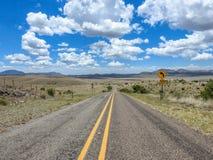Montañas de la carretera del desierto Imagenes de archivo